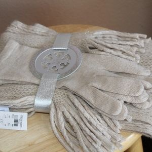 New with tag Ny & Co Gloves & Scarf set